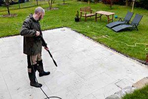 como-limpiar-los-azulejos-de-una-terraza